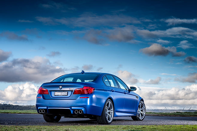 BMW-M5-Pure -rear -embed