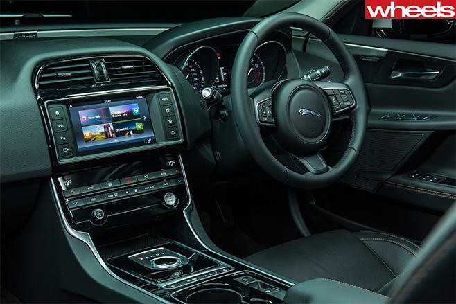 Jaguar -xe -25t -interior
