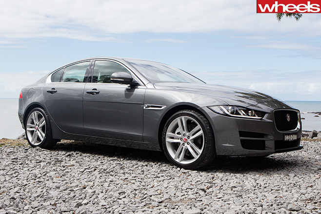 Jaguar -xe -25t -side