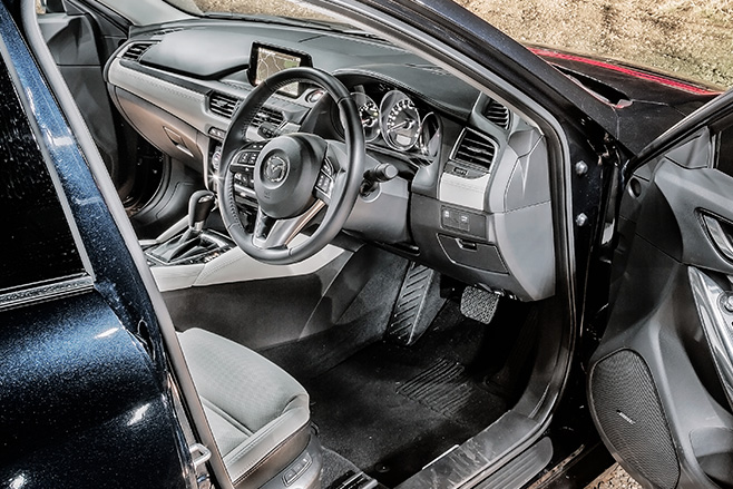 Mazda -6-GT-interior