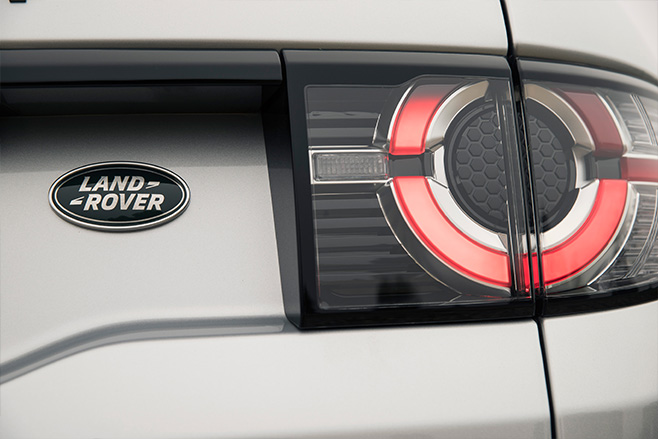 Land -Rover -Discovery -Sport -rear -logo-