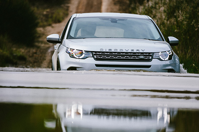 Land -Rover -Discovery -Sport -swimming-