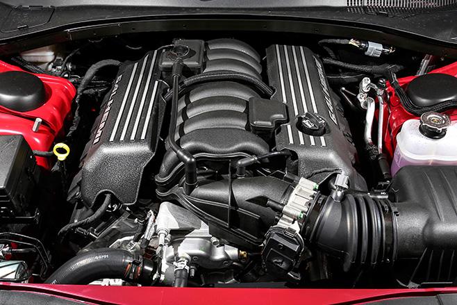 Chrysler -SRT-8-engine