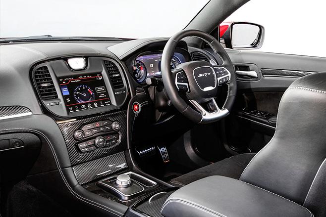 Chrysler -SRT-8-interior
