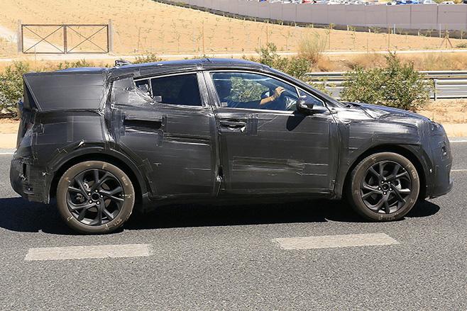 Toyota -C-HR-Spy -side