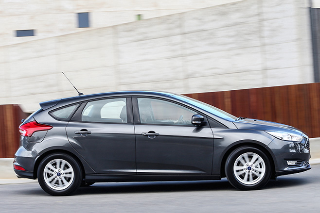 Ford -focus -review -side