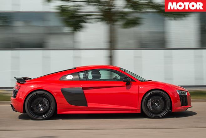 Audi r8 v10 plus 3