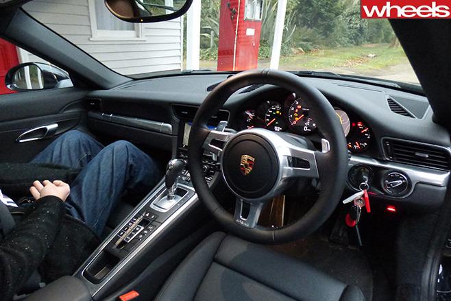 Porsche -911-interior -wheeljpg