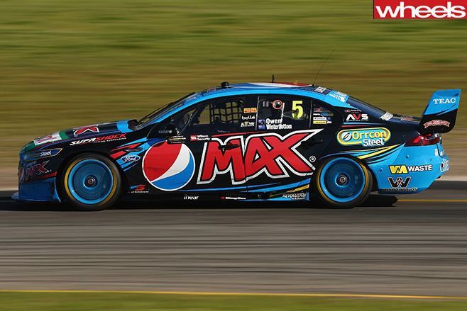 Mark -Winterbottom -and -Steve -Owen -lead -race