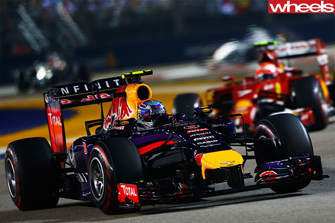 Daniel -Ricciardo -taking -corner --Singapore -F1