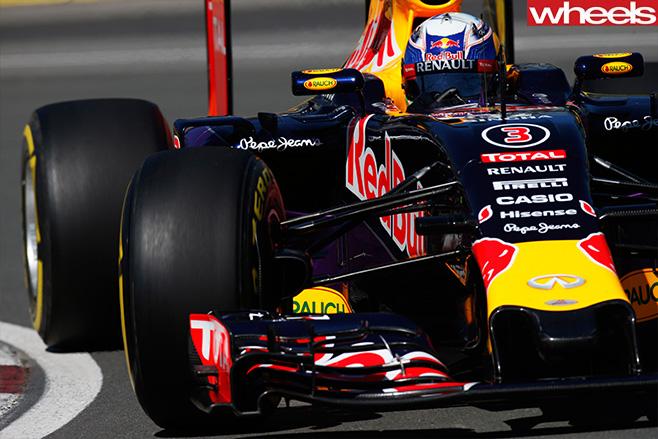 Daniel -Ricciardo -taking -corner -F1