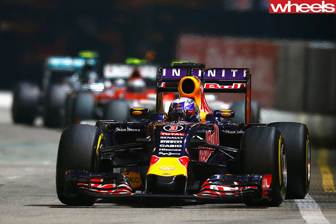 Daniel -Ricciardo -racing -Singapore -GP