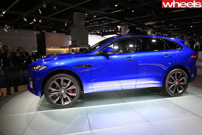 Jaguar -F-Face -Front -at -Frankfurt -Motor -Show -turnstile-