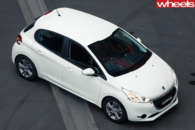 Peugeot -208-top -side