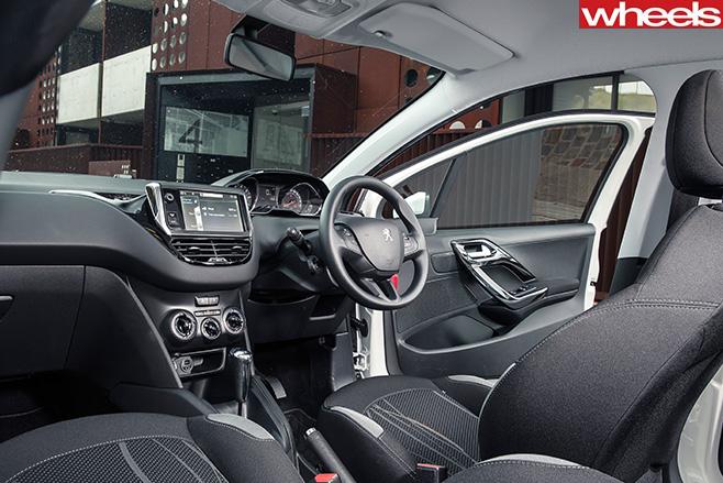 Peugeot -208-interior