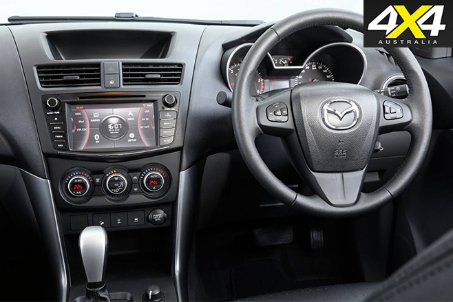 Mazda bt-50 2016 interir