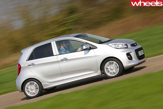 Kia -Picanto -side -driving