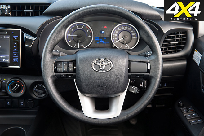 Toyota -hilux -2016-wheel