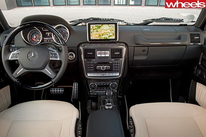 Mercedes -G500-interior