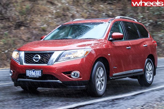 Nissan -Pathfinder -driving -side