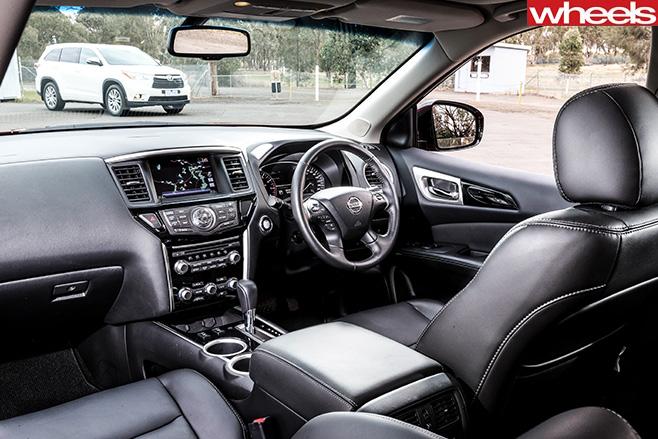 Nissan -Pathfinder -interior