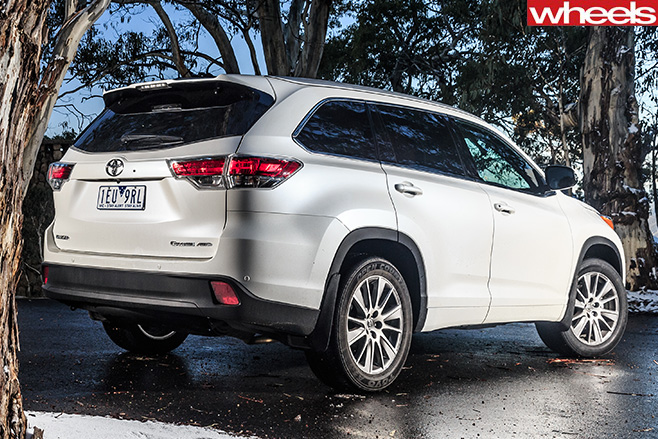 Toyota -Kluger -rear -in -snow