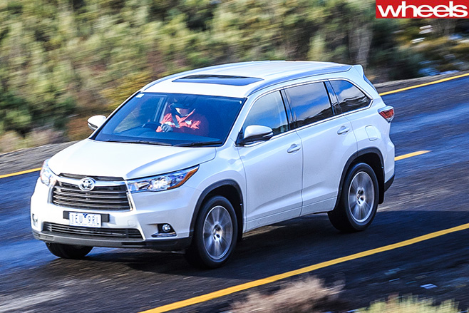 Toyota -Kluger -top -side -driving-