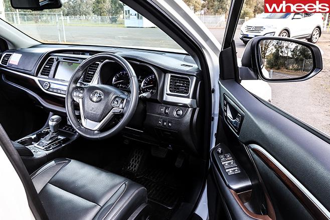 Toyota -Kluger -interior
