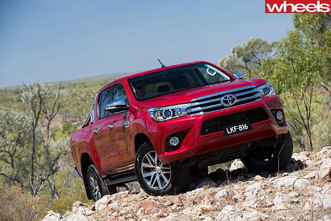 Toyota -Hilux -SR5-climbing
