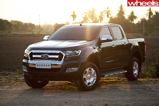 Ford -Ranger -XLT-on -dirt -road