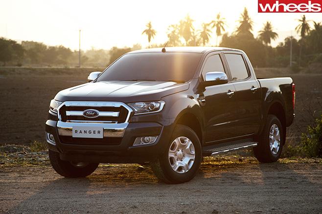 Ford -Ranger -XLT-on -dirt -road
