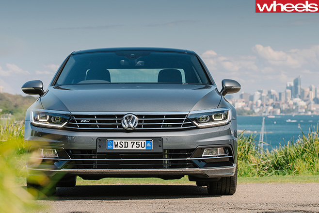VW-Passat -front -at -beach