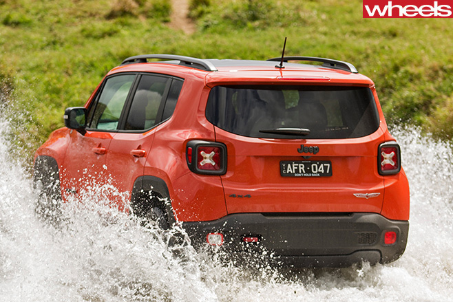 Jeep -Renegade -driving -through -water-