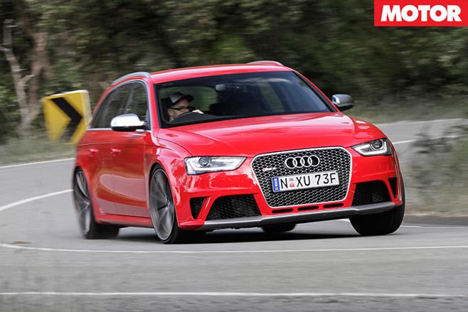 Audi -rs 4-v -driving