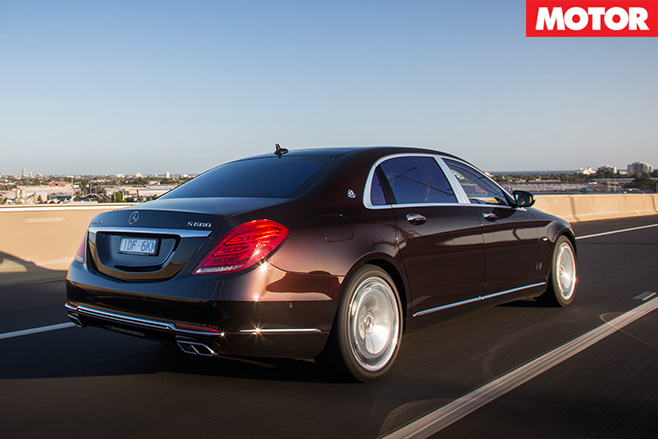 Mercedes -Maybach -S600-driving