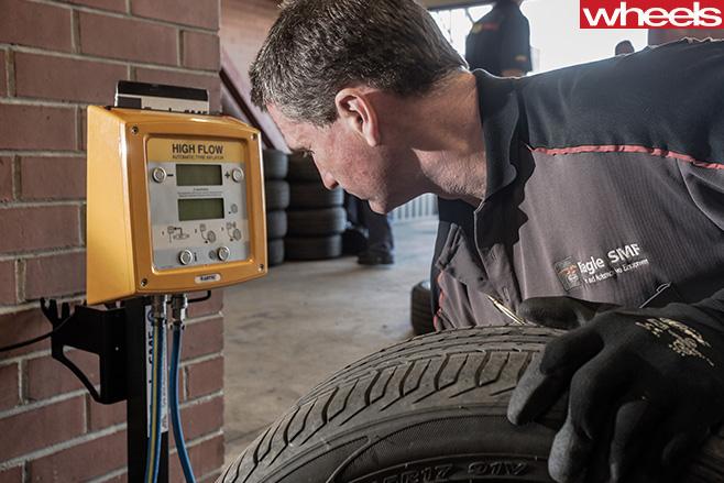 Mechanic -testing -tyre -air -pressure