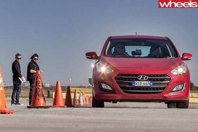 Wheels -tyre -test -car -testing -for -braking -performance