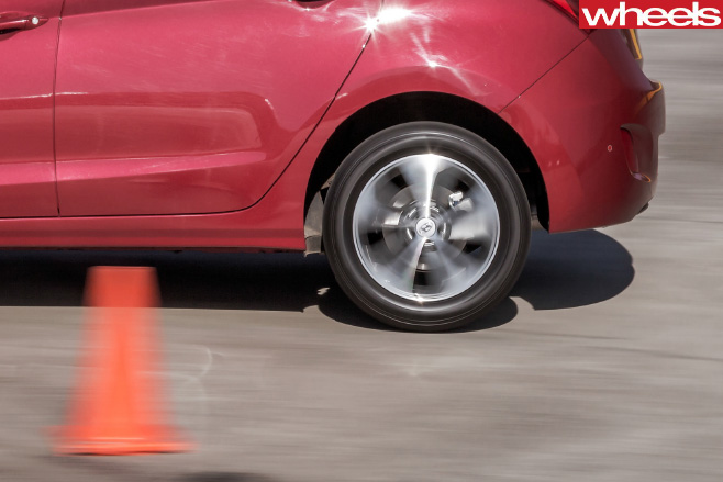 Wheels -tyre -test -car -testing -for -tyre -noise
