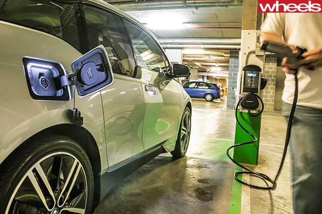 BMW-i 3-REX-side -in -carpark -charging