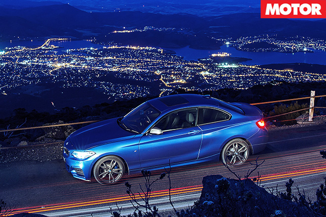 BMW M235i night