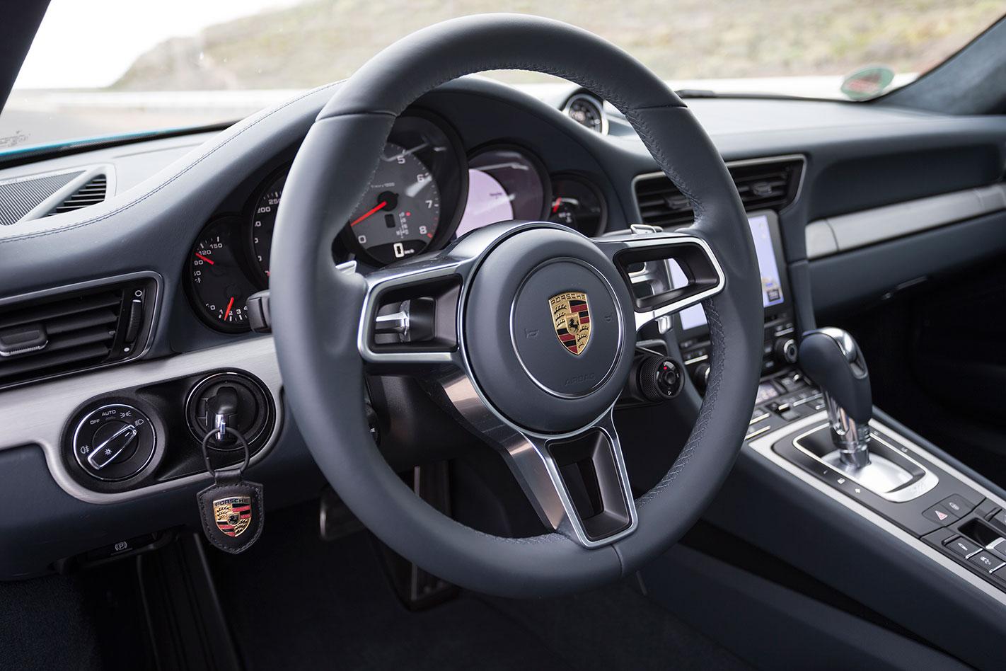 Porsche -991.2-911-Carrera -S-interior