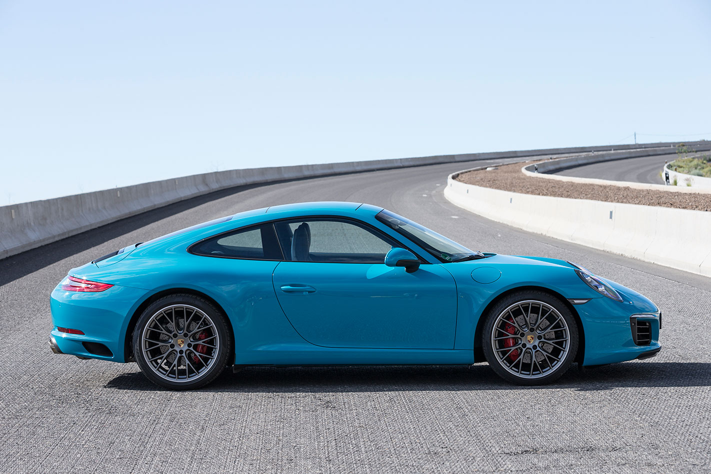 Porsche -991.2-911-Carrera -S-profile