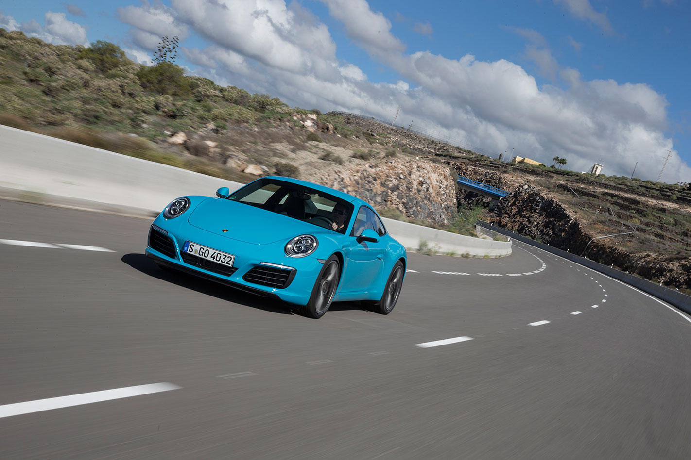 Porsche -991.2-911-Carrera -S-driving
