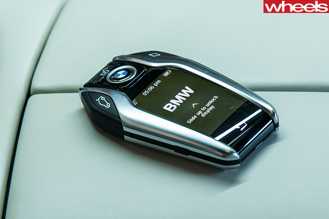 Bmw -7-Series -driving -smart -key -with -screen