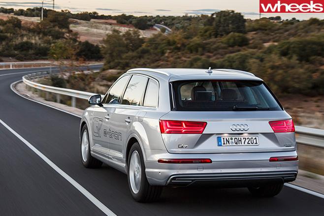 Audi -Q7-e -tron -rear