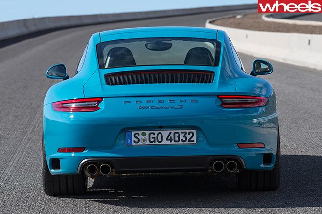 2016-Porsche -911-Carerra -rear