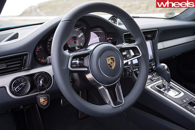 Porsche -911-Carerra -steering -wheel
