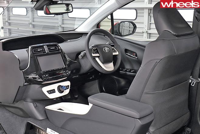 2016-Toyota -Prius -interior