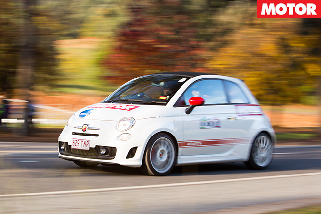 Abarth -500-C-driving