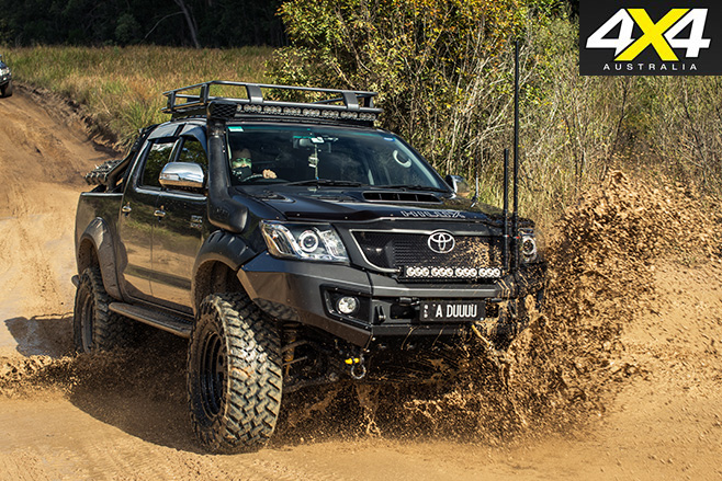 Custom toyota hilux sr5 driving mud
